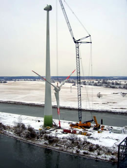 Construction of an Enercon E-70 wind energy converter. (Public domain)