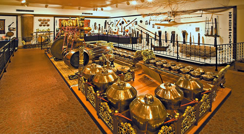 The Beede Gallery gamelan and Asian display. (Bill Willroth Sr.)