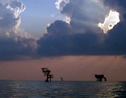 Oil rigs on the Gulf of Mexico. (Ben Kamphuis)