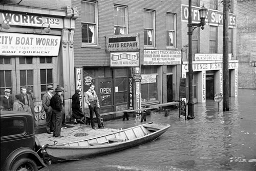 The Ohio River flooding Louisville, Ky., March 1936 (Carl Mydans, photographer; Library of Congress)
