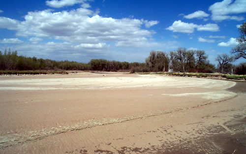 A dry stream channel of the North Platte River during drought conditions in Goshen County, Wyo., near the Wyoming-Nebraska state line, May 22, 2002. (USGS)