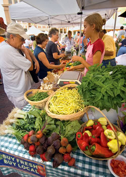 The Lincoln, Neb. Haymarket Farmers' Market features locally grown produce. (R. Neibel/Nebraska Tourism)