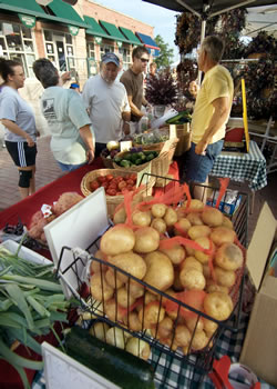 Sample the fruits—and vegetables—of local farmers' labor at the Lincoln Farmers' Market. (R. Neibel/Nebraska Tourism)