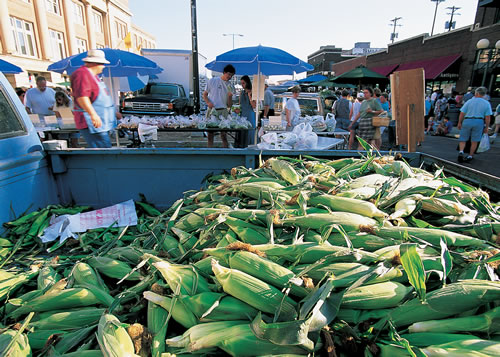 The Lincoln, Neb. Haymarket Farmers' Market showcases the fruits and vegetables of the season. (M. Forsberg /Nebraska Tourism)