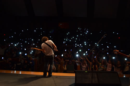 Gooding playing to a Kansas high school, with students waving their cell phones in place of lighters. (Traci Stephens)
